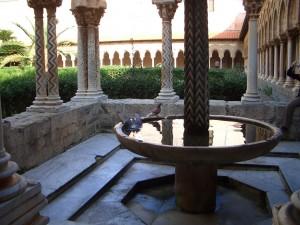 モンレアーレ キオストロの水盤