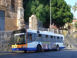 パレルモ~モンレアーレ間の路線バス