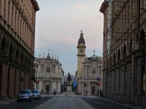 トリノ サン・カルロ広場とポルタ・ヌォーヴァ駅