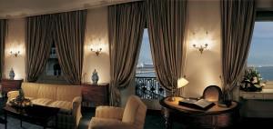 ナポリ ホテル EXCELSIOR