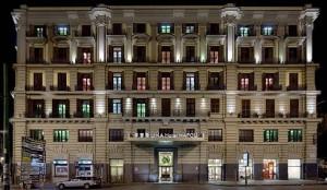 ナポリ ホテル UNA NAPOLI